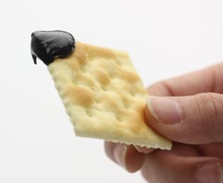 """三育フーズの""""黒ゴマクリーム"""